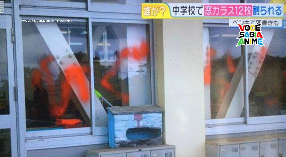 Em 2017 - Vandalizaram uma Escola quebrando Vidros e escrevendo Higurashi