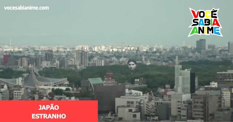 Cabeça gigante aparece flutuando em Tokyo